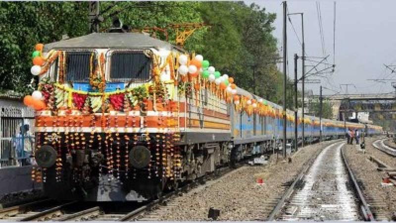 Agra Same Day Tour by Gatiman Express Train